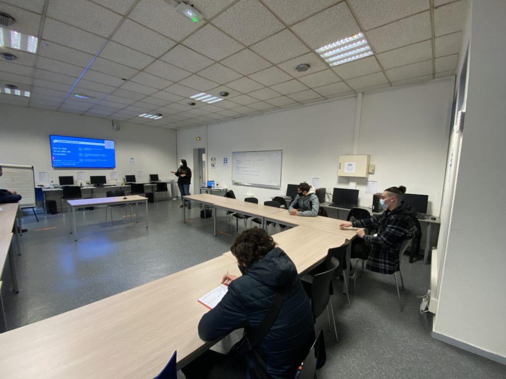 La ville de Grenoble est venu présenter les jobs d'été aux jeunes de la Mission Locale.